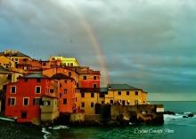 Il borgo di Boccadasse sotto l'arcobaleno