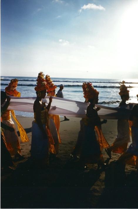 Bali rito sulla spiaggia