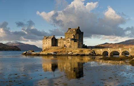 Eilean_Donan_Castle,_Scotland_-_Jan_2011