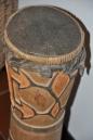 Iran Jaya, Tribù Asmat tambur con pelle di serpente